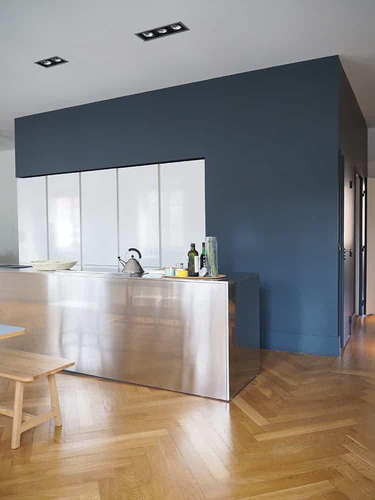GÉRALDINE & GRÉGORY - Une cuisine moderne avec des planchers de bois franc - Services de design d'intérieur